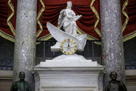 L'horloge dans le hall du Capitole, à Washington, jeudi 9 février 2018.
