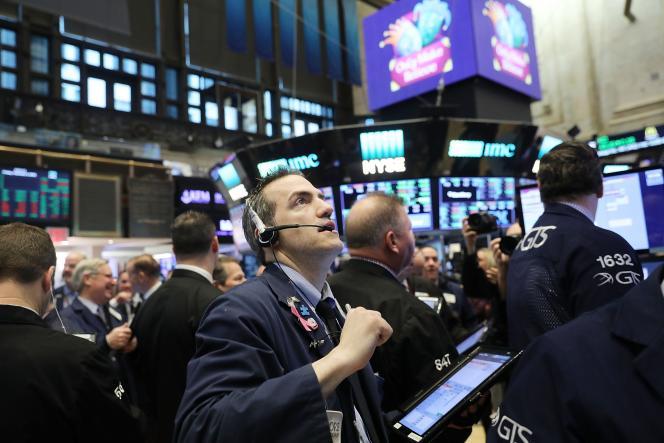 Traders au New York Stock Exchange (NYSE), vendredi 9 février 2018.