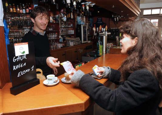 Les consommateurs du Pays basque peuvent régler leurs consommations grâce aux billets en eusko.