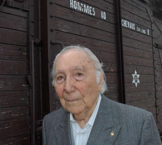 Sidney Chouraqui en 2009, lors de l'nauguration du Mémorial du Camp des Milles.