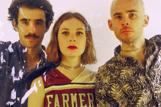 Therapie Taxi, de gauche à droite : Raphaël Zaoui, alias « Raph », la chanteuse Adélaïde Chabannes de Balsac et Renaud Bizart.