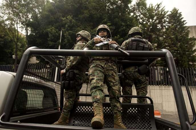 Le cartel des Zetas, fondé par d'anciens militaires d'élite déserteurs, s'est fait connaître par ses méthodes brutales, notamment les décapitations.