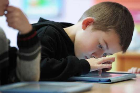 « Il existe deux effets majeurs de l'exposition massive des jeunes enfants aux écrans. L'un direct, sa potentialité addictive, et l'autre indirect, celle du temps volé à la mise en place d'un attachement sécurisant à son parent.»