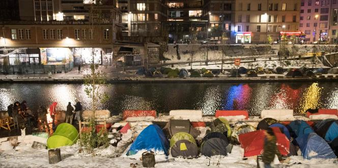 Des tentes abritant des régufiés afghans le 9 février à Paris, sur les berges du canal Saint-Martin.