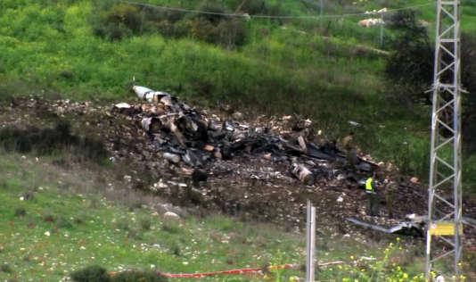 Les restes d'un avion de combat israélien qui s'est écrasé après avoir été touché par la défense anti-aérienne syrienne, samedi 10 février