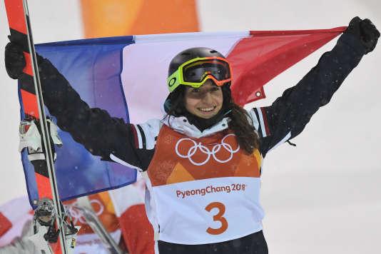 Perrine Laffont a offert sa première médaille olympique à la France, dimanche 11 février.