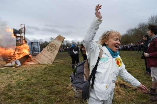 Les opposants à l'extension de l'aéroport de Nantes célèbrent l'abandon du projet, à Notre-Dame-des-Landes, le 10 février.