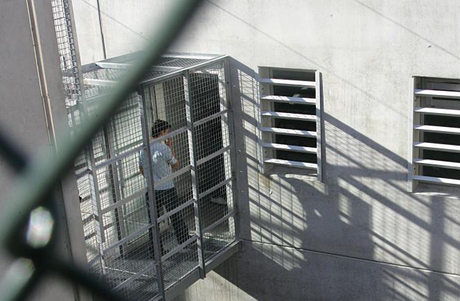 Au centre de rétention administrative de Marseille, en 2006.