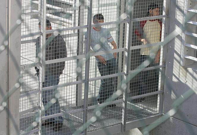 Au centre de rétention du quartier du Canet, à Marseille.