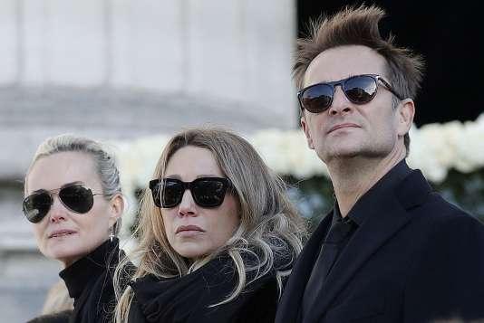 Laeticia Hallyday (à gauche), Laura Smet et David Hallyday, le 9 décembre 2017, lors des funérailles de Johnny Hallyday à Paris.