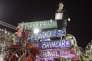 A Rio, lundi 12 février. Sur la pancarte : « M. le Maire, le péché, c'est de ne pas s'amuser pendant le carnaval ».