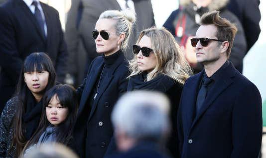 David Hallyday, sa sœur Laura Smet, Laeticia Hallyday, veuve de Johnny Hallyday, et leurs filles, Jade and Joy, lors des obsèques du rockeur, le 9 décembre 2017