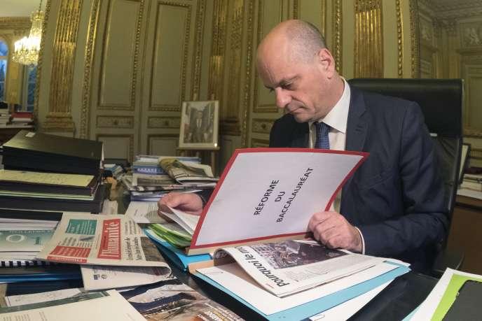 Le ministre de l'éducation nationale, Jean-Michel Blanquer, dans son bureau, le 18 janvier 2018.