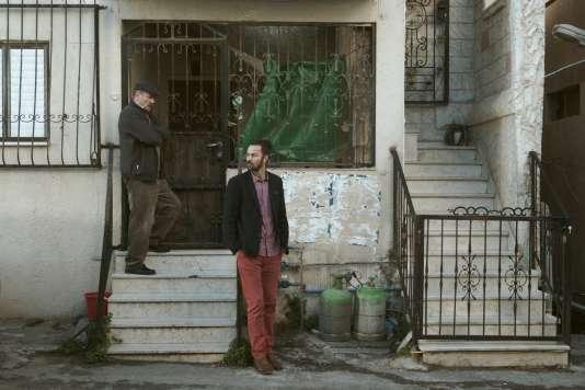 Mohammad Bakri et son fils Saleh interprètent un père… et son fils dans «Wajib», d'Annemarie Jacir.