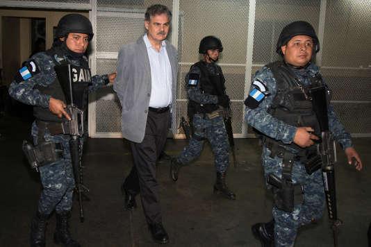 L'arrestation de Juan Alberto Fuentes Knight tombe au plus mal pour l'ONG britannique, déjà engluée dans un scandale d'ordre sexuel qui a éclaté à Londres.