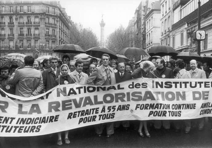 Guy Georges (au centre), lors d'une manifestation du Syndicat national des instituteurs, en mai 19777, à Paris.