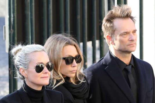 Laeticia Hallyday, Laura Smet et David Hallyday, le9 décembre à Paris.