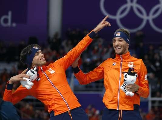Mardi 13 février, Kjeld Nuis et Patrick Roest ont obtenu les médailles d'or et d'argent sur le 1500 mètres en patinage de vitesse . REUTERS/Phil Noble
