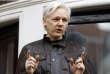 Julian Assange, en mai 2017, au balcon de l'ambassade d'Equateur à Londres où il vit reclus depuis plus de cinq ans.