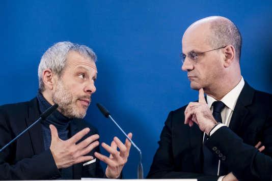 Le politologue Pierre Mathiot (à gauche) et le ministre de l'éducation, Jean-Michel Blanquer, à Paris, le 24 janvier.