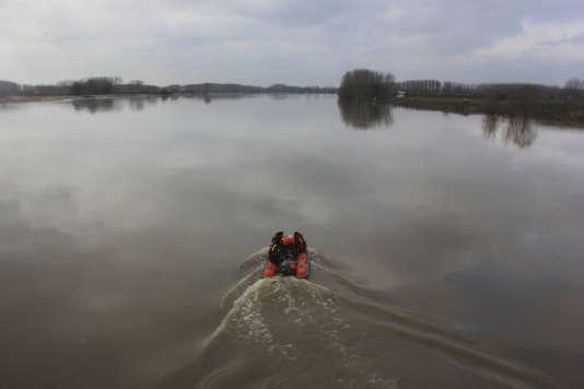 La presse grecque a affirmé la semaine dernière que trois personnes mortes le 13février en tentant de franchir clandestinement le fleuve séparant la Grèce de la Turquie à leur frontière terrestre étaient candidates à l'asile.