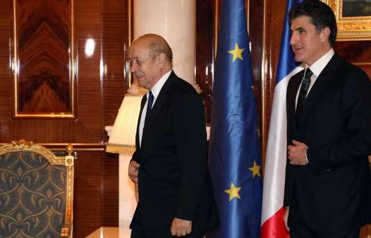 Le ministre français des affaires étrangères, Jean-Yves Le Drian, et le premier ministre du Kurdistan irakien, Nechirvan Barzani, à Erbil, le 12 février.