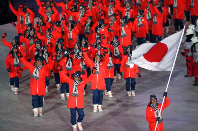 La délégation du Japon lors de la cérémonie d'ouverture des JO d'hiver, à Pyeongchang, en Corée du Sud, le 9 février. Pour avoir négligé le contentieux historique entre Japon et Corée, un présentateur de NBC a été remercié.