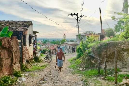 Au nord de Trinidad les pavés ont disparu, mais la vue sur la ville prend une toute autre dimension.