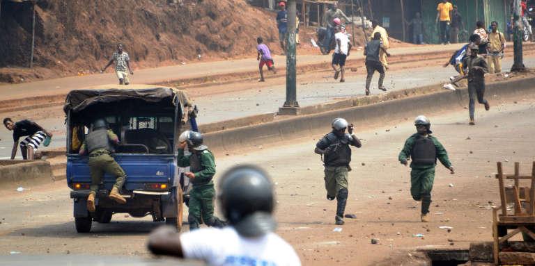 Affrontements entre policiers et manifestants à Conakry, en Guinée, le 6février 2018.