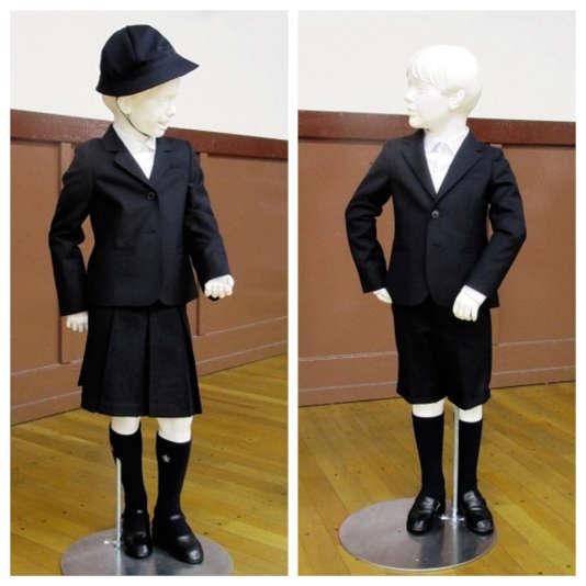 Les uniformes pour fille et garçon créés par Armani.