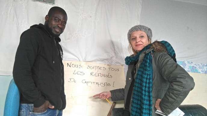 Nadège Prugnard lors de la préparation de sa création« No Border».