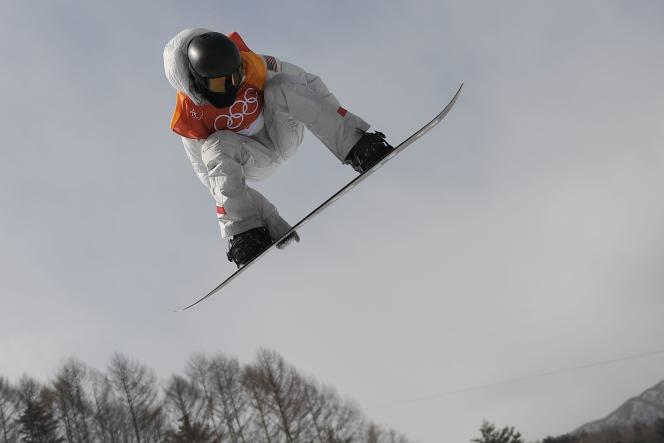US Shaun White competes during qualification of the men's snowboard halfpipe at the Phoenix Park during the Pyeongchang 2018 Winter Olympic Games on February 13, 2018 in Pyeongchang. / AFP / LOIC VENANCE