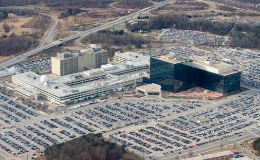 Les chaînes de télévision ont diffusé des images d'un véhicule noir encastré dans les barrières qui protègent l'entrée de ce complexe ultrasécurisé –ici un cliché du siège de la NSA en janvier 2010.