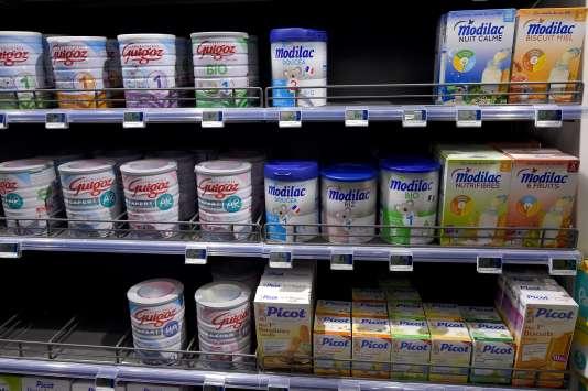 Du lait en poudre produit par le groupe Lactalis dans un supermarché.