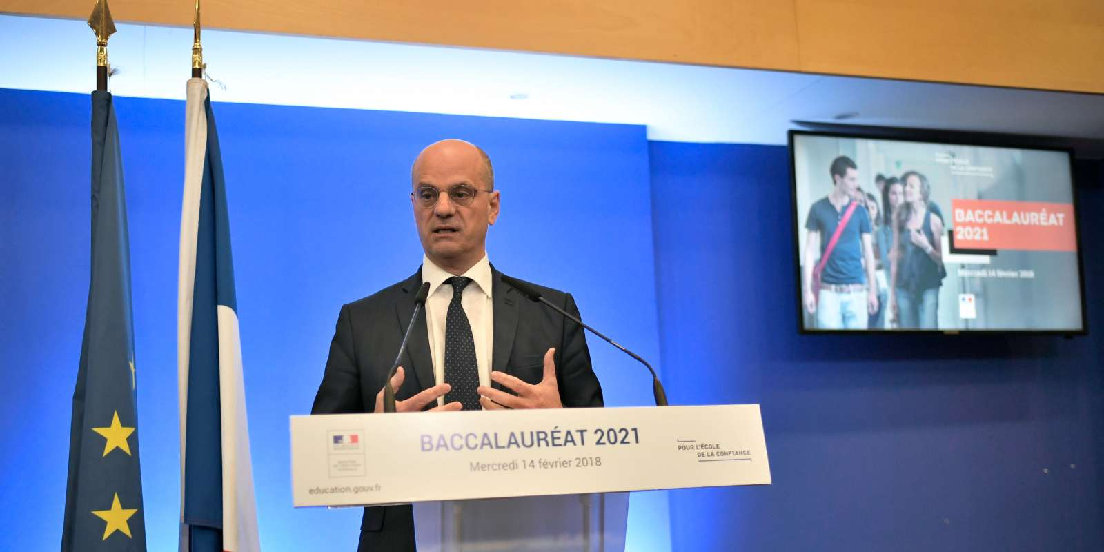 French Education Minister Jean-Michel Blanquer arrives to address a press conference on the reform of the Baccalaureat (France's high school diploma) at the Ministry of National Education in Paris on February 14, 2018. / AFP / STEPHANE DE SAKUTIN