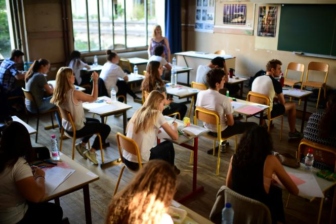 Des lycéens passent l'épreuve de philosophie du bac en juin 2017.