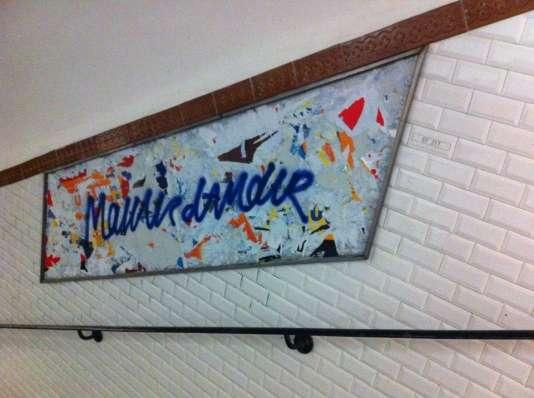 Dans les couloirs du métro parisien.