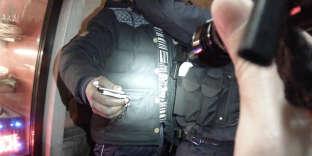 Image issue d'une caméra piéton d'un équipage de police du 12e arrondissement de Paris, en décembre 2015.