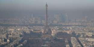 Lors d'un pic de pollution à Paris en 2016.La mauvaise qualité de l'air est à l'origine de 48000 morts prématurées en France chaque année.