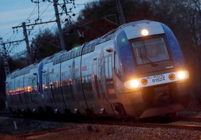 Un train à la station de Castelnau-d'Estretefonds, près de Toulouse.