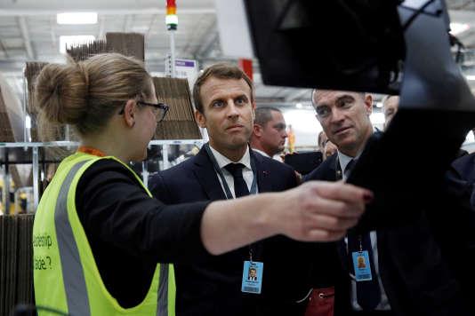 «Le Plan d'action pour la croissance et la transformation des entreprises (Pacte) combine deux ambitions: faire grandir les entreprises et repenser leur place dans la société» (Photo: Emmanuel Macron en visite chez Amazonà Boves, près d'Amiens, le 3 octobre 2017).