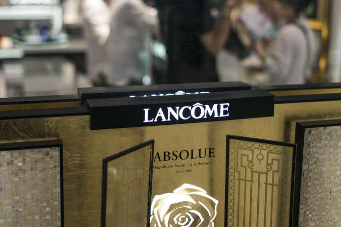 Des produits Lancôme, à Pékin, le 7 juin 2016.