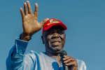 Le chef de l'opposition Morgan Tsvangirai le 2 septembre 2017 lors d'un meeting àBulawayo (Zimbabwe).