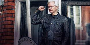 Depuis juin2012, Assange croupit dans l'ambassade d'Equateur à Londres, averti qu'il sera arrêté dès lors qu'il mettra le pied dehors. Alors, comment l'empêcher de fantasmer ? Sur cette image, l'Australien arbore la mythique veste Trialmaster de chez Belstaff, en coton waxé, conçue pour les amateurs d'échappées sauvages à moto. Mais ce ne sera pas pour tout de suite: son mandat d'arrêt vient d'être reconfirmé par la justice.