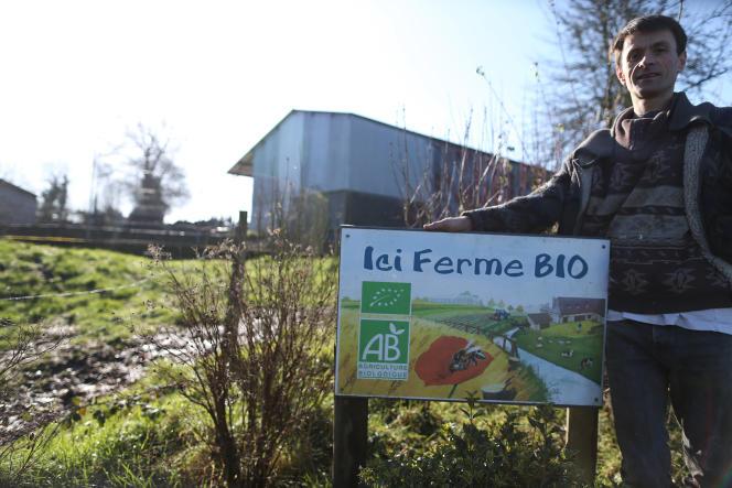 Un agriculteur bio, Francois Hamel, devant sa ferme, à Bernières-le-Patry (Calvados), le 19février 2016.