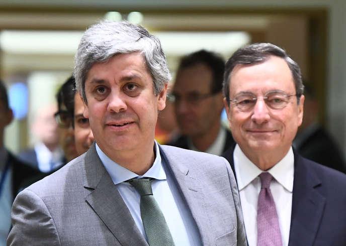 Le 22 janvier, Mario Centeno,ancien ministre des finances portugais, a présidé sa première réunion à la tête de l'Eurogroupe. Derrière lui, Mario Draghi, président de la BCE.