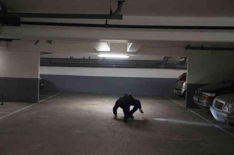 Des revendeurs de drogue se dissimulent souvent sous les voitures.