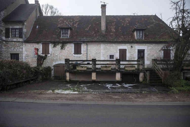 Le couple propose de reprendre l'hôtel-restaurant de Gréalou, fermé depuis une dizaine d'années, en y ajoutant une épicerie. Pour la commune, c'est d'une pierre deux coups.