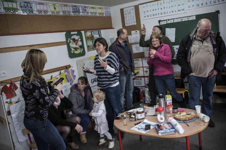 Grands-parents, voisins, jeunes adultes sans enfant…, depuis le 1erfévrier et l'annonce dela menace de fermeture de l'une des deux classes à la rentrée prochaine, tous les habitants de Gréalou se sont relayés pour assurer le blocage administratif de l'école.