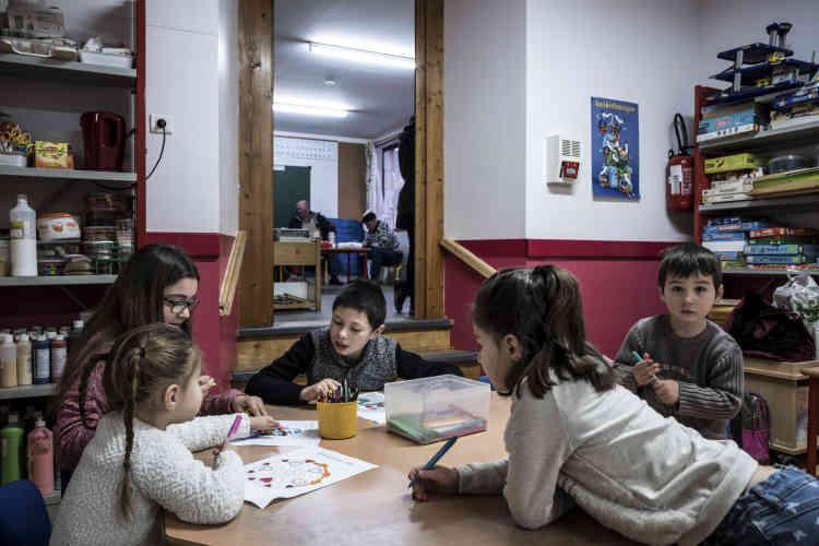 L'école de Gréalou a deux classes uniques : l'une accueille les enfants de la petite à la grande section, et l'autre du CP au CM2.
